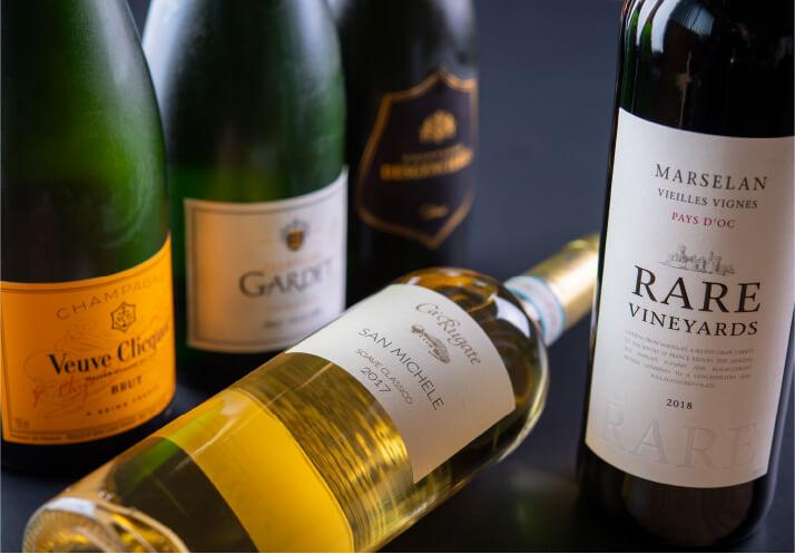 和食との相性を考えたセラーで管理されたワインとシャンパンたち。